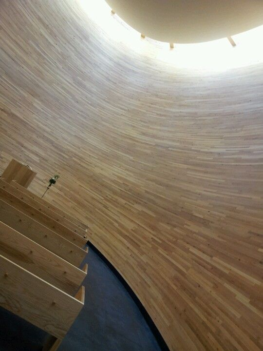 Helsingin keskustassa voi myös rauhoittua arkkitehtuuriltaan yksilöllisessä kappelissa.