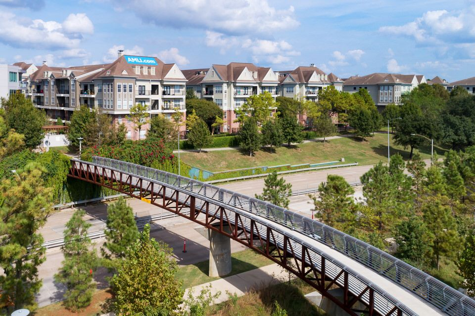 Situated Along Houston S Buffalo Bayou Park Amli Memorial Heights Offers Luxury Apartments Close To Miles Of Nature Tra Houston Apartment Buffalo Bayou Bayou
