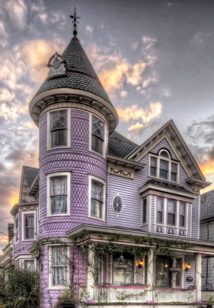 Victorian style homes on pinterest 391 pins for One story queen anne