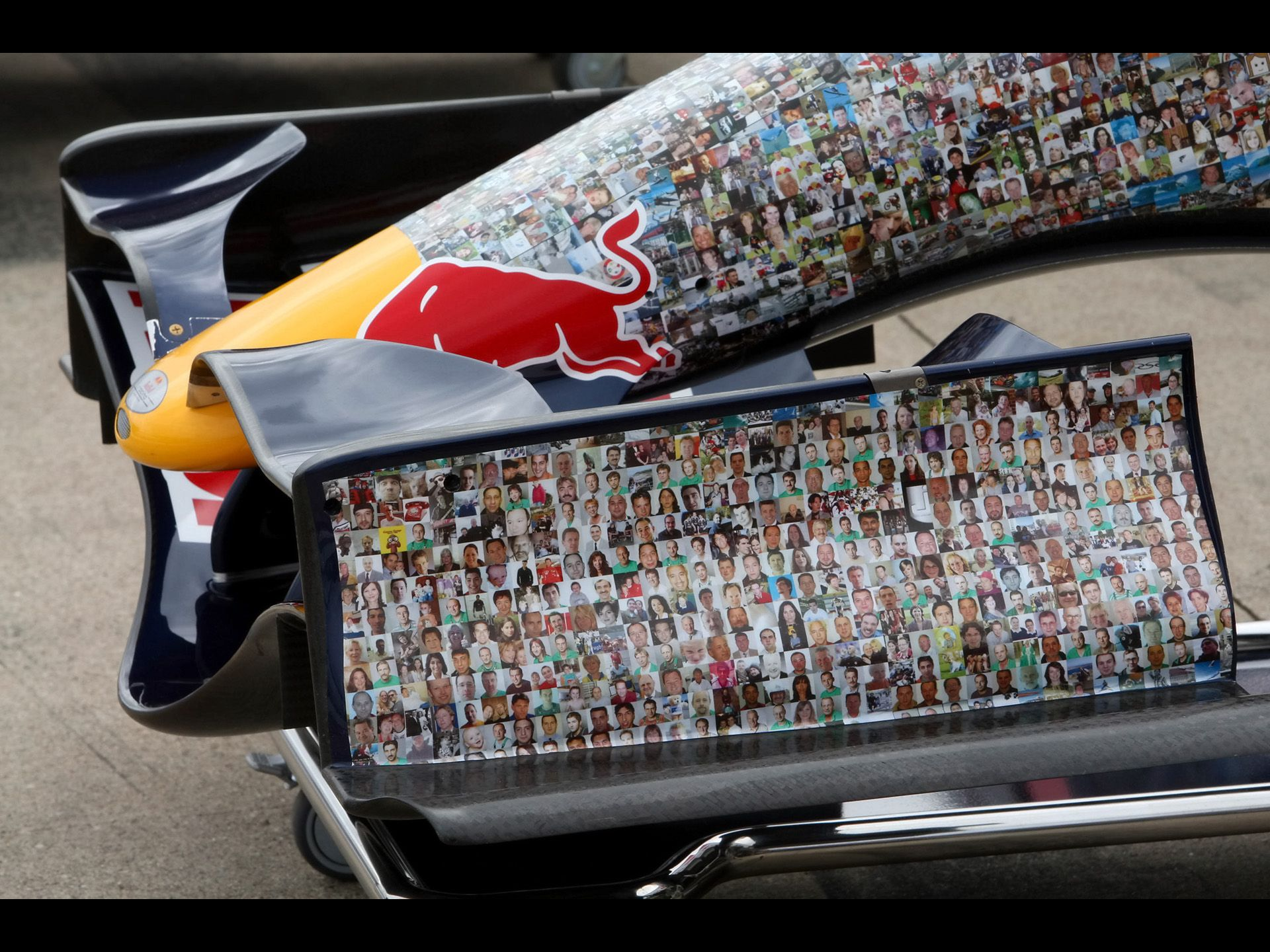 Google 이미지 검색결과: http://www.seriouswheels.com/pics-2007/2007-Red-Bull-RB3-F1-Faces-for-Charity-Wings-for-Life-1-1920x1440.jpg - via http://bit.ly/epinner
