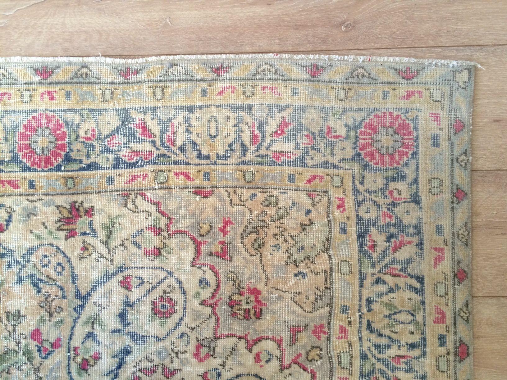 Sissy Boy Kussens : Sissy boy homeland recouloured vintage rug in pink grey and