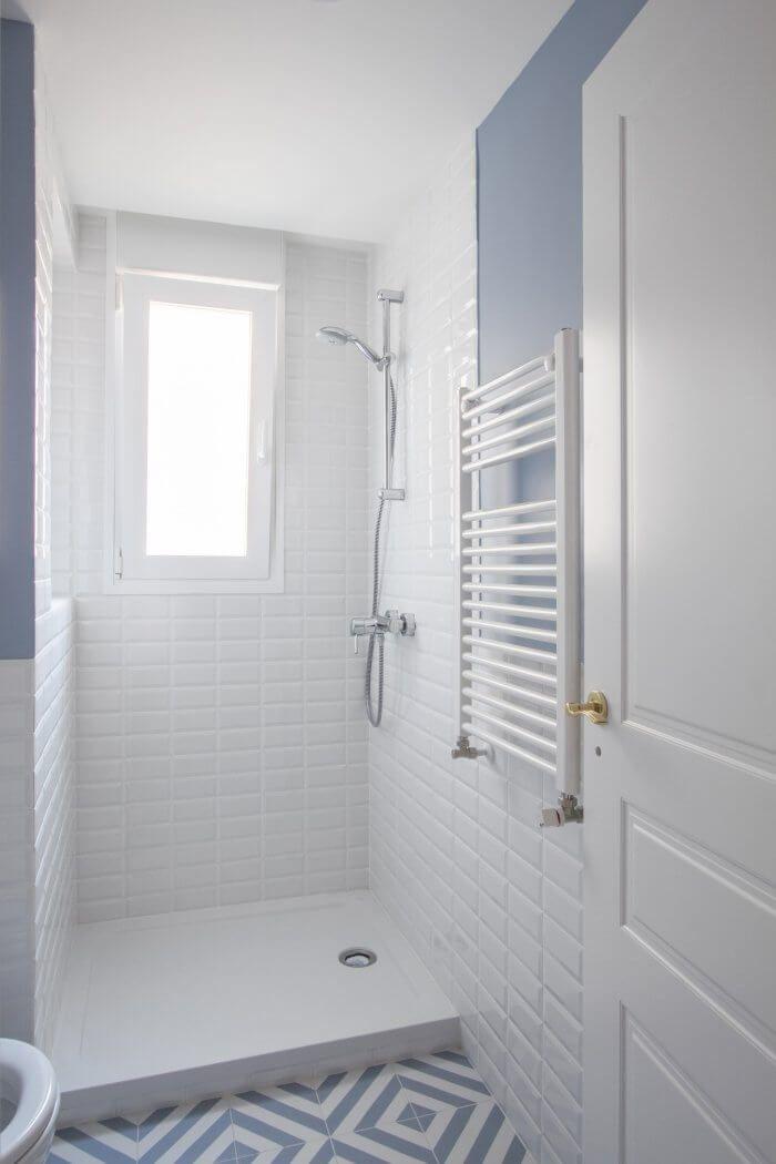 Proyecto De Reforma E Interiorismo En Chamberi Madrid Dormitorios Banos Azulejos Blancos Diseno De Banos Y Banos Para Ninas