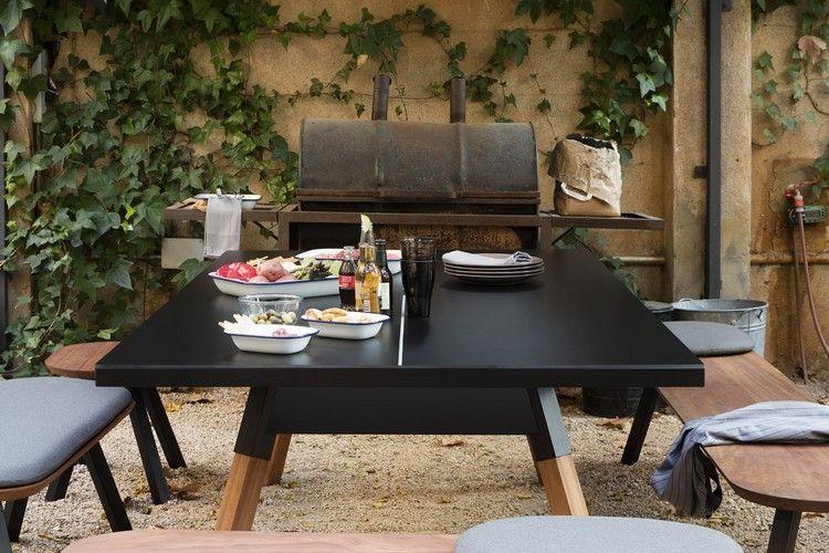 Kompakte Möbel Sparen Platz Und Haben Mehr Als Eine Funktion. Ein Beispiel  Ist Dieser Esstisch Mit Bänken, Der Gleichzeitig Eine Tischtennisplatte Ist.