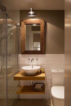 Photo of Mueble y elementos de baño en madera. Madera en baños pequeños. espejos baño…