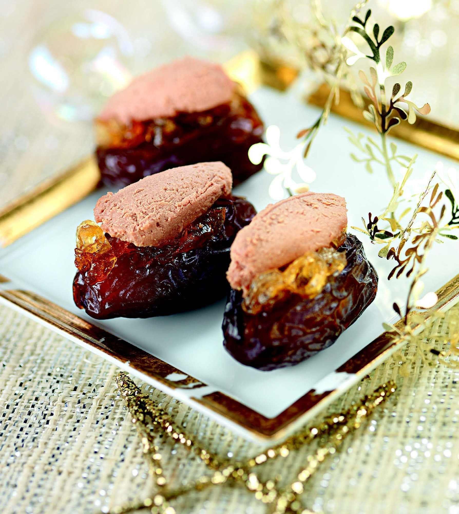 Dattes farcies au foie gras et confiture d'oignons