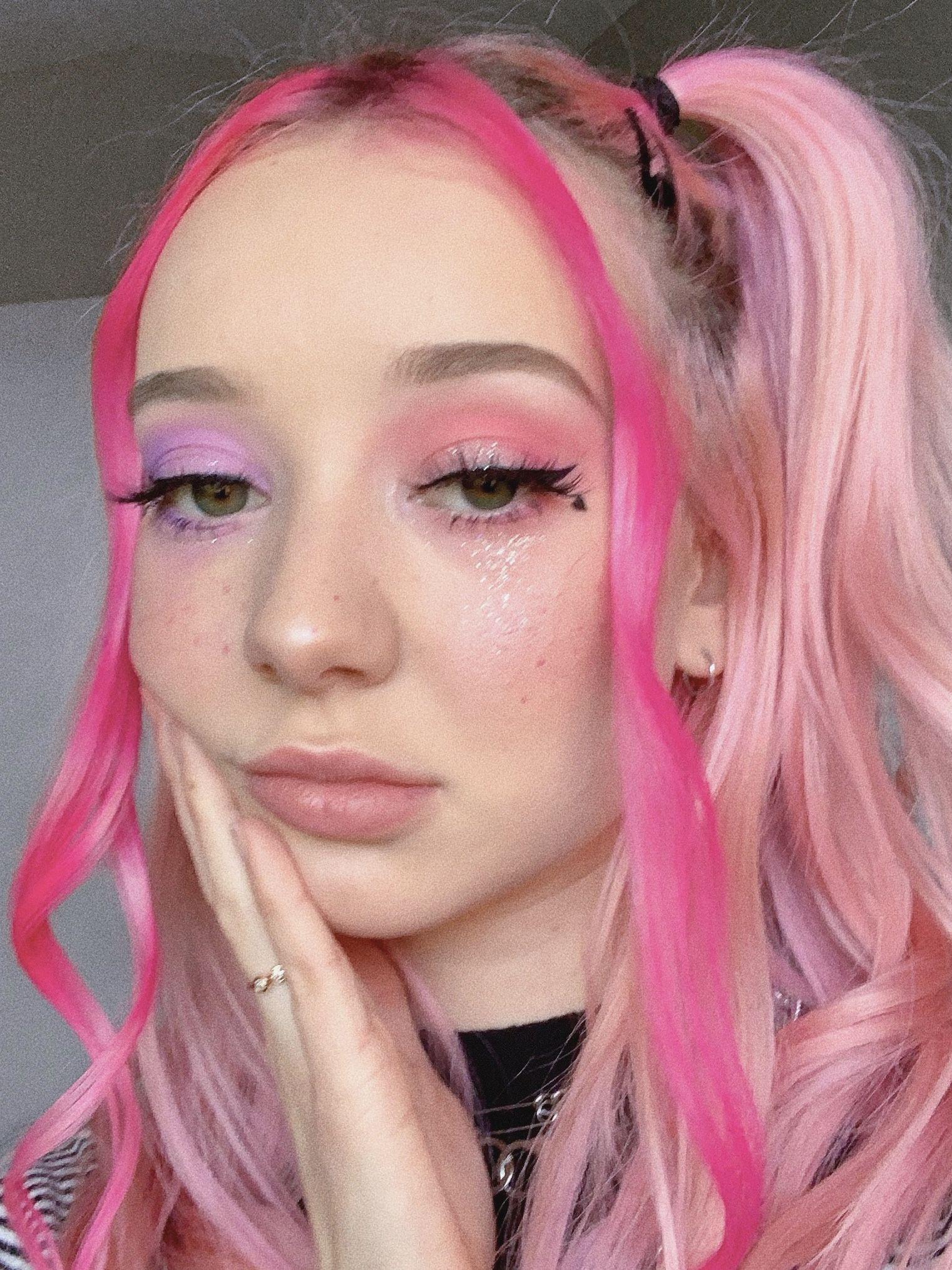 Maddy Gundersen Tik Tok Maddygundersen Tik Tiktok Tiktokgirl Tiktokgirlaesthetic Tiktokgirlhair Tiktokgir In 2020 Makeup Inspiration Rave Hair Girls Makeup