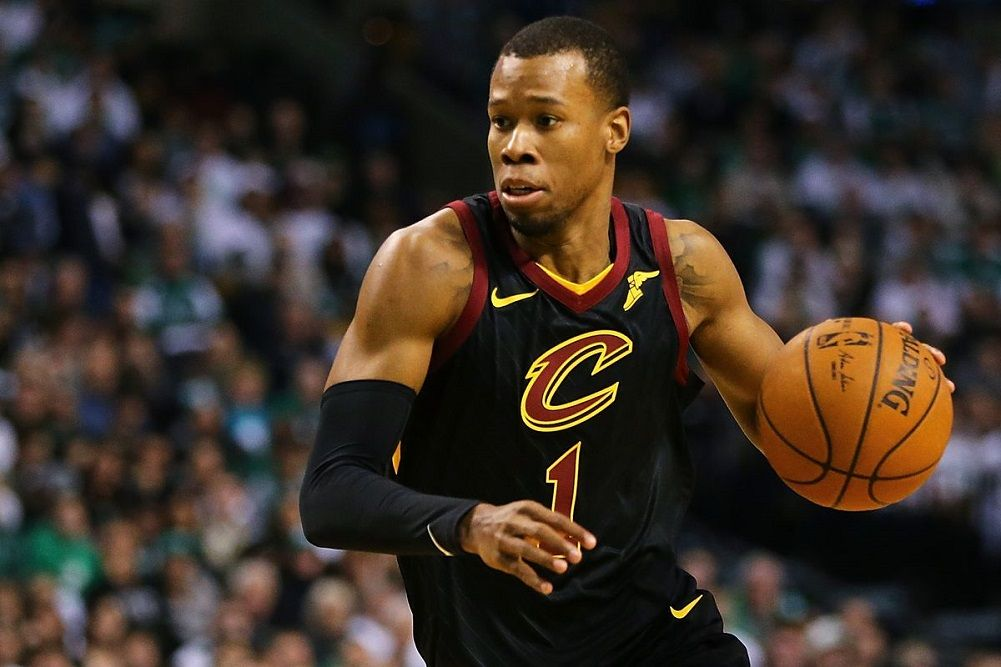 Hood to sign qualifying offer from Cavs  917867437