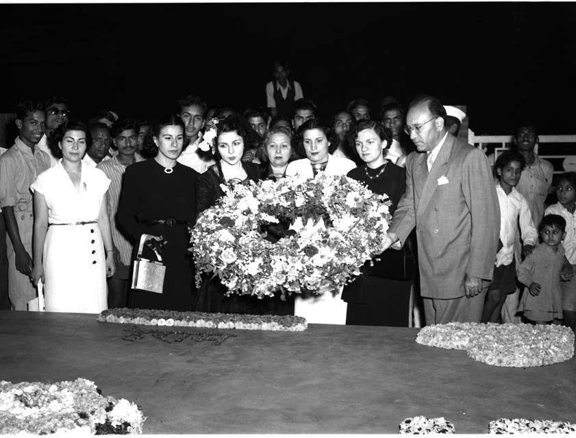 Iraqi ladies visiting Gandi grave during fifties