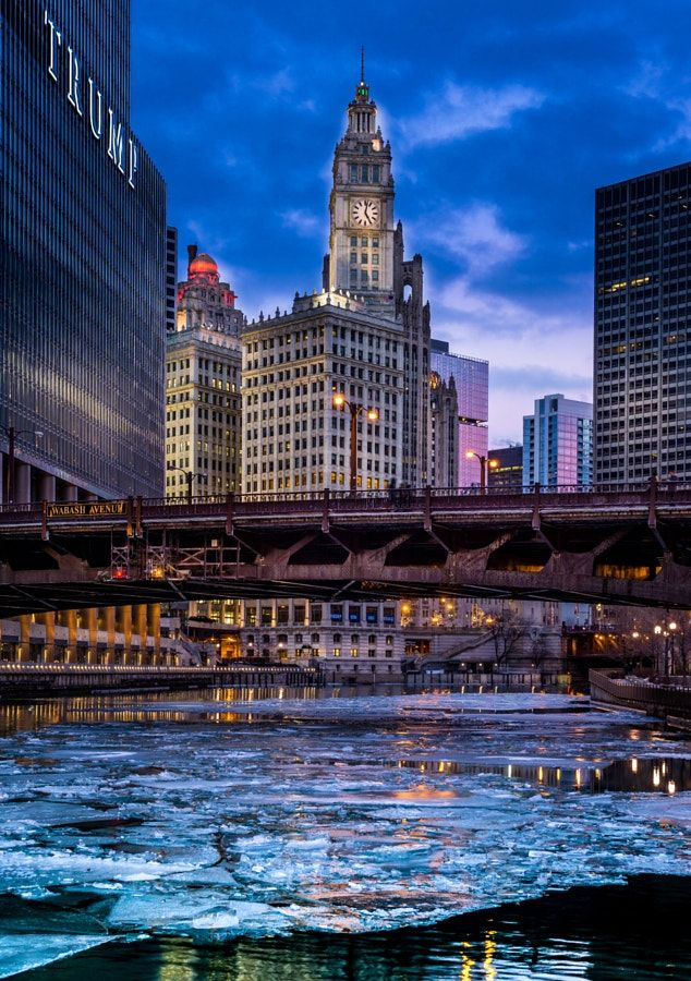 Clock tower and ice on the Chicago River. Pinned by #CarltonInnMidway - www.carltoninnmidway.com