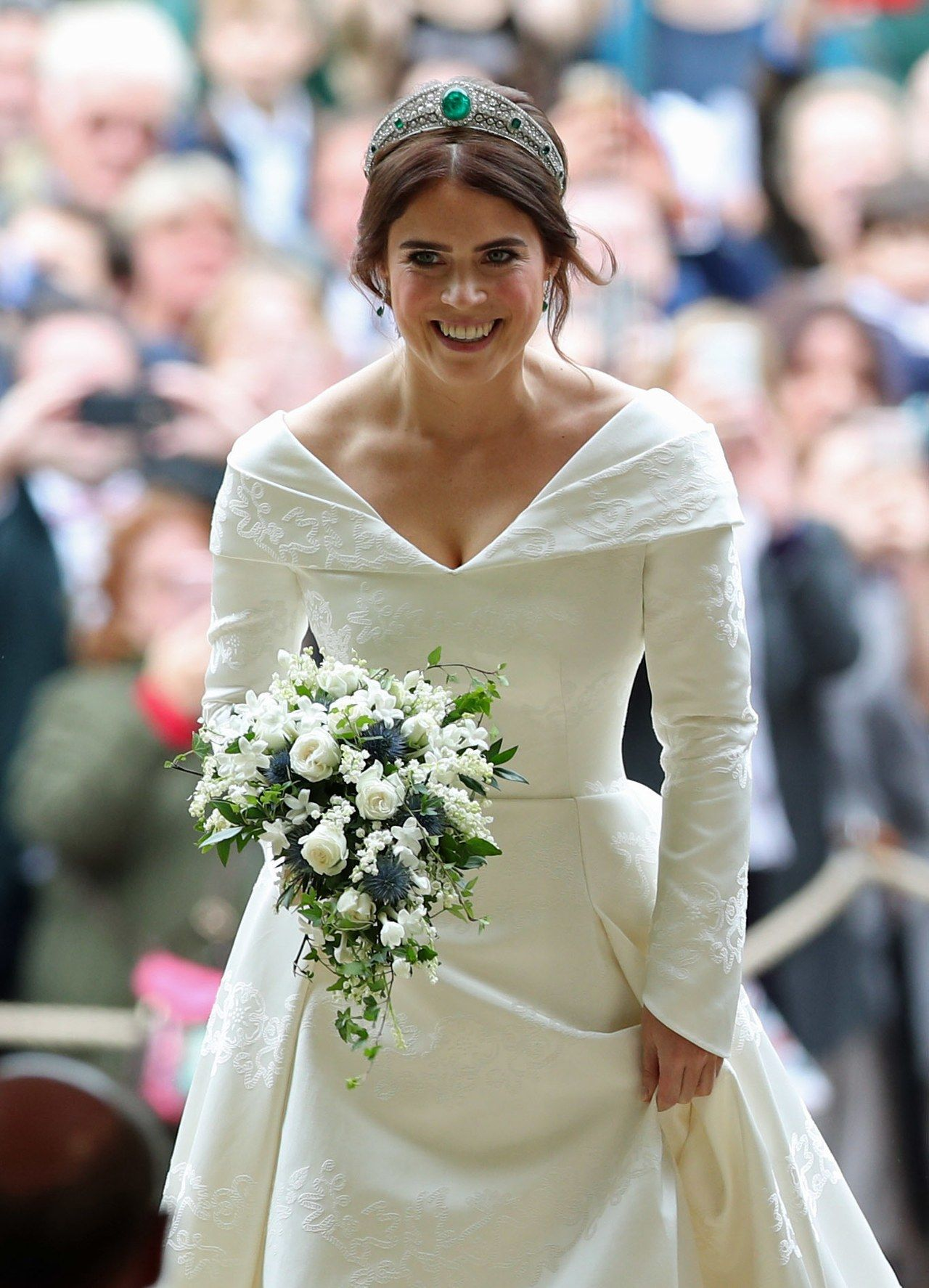 The Meaning Behind Princess Eugenie S Gorgeous Royal Wedding Dress Eugenie Wedding Royal Wedding Dress Royal Wedding Gowns