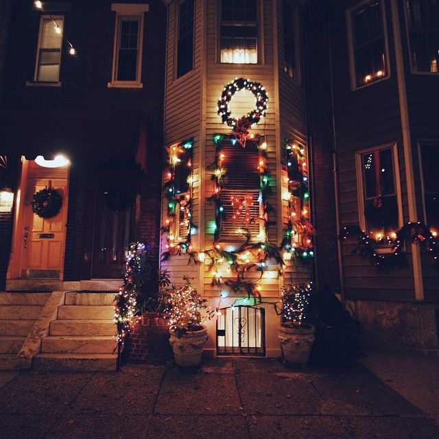 """A Holiday Light Display On South Philadelphia's """"Miracle"""