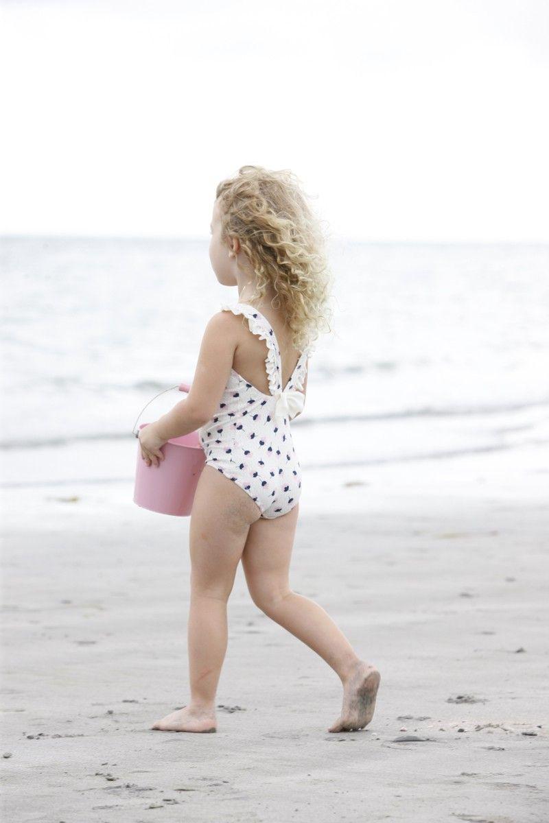 Dirty little girls butts — photo 5