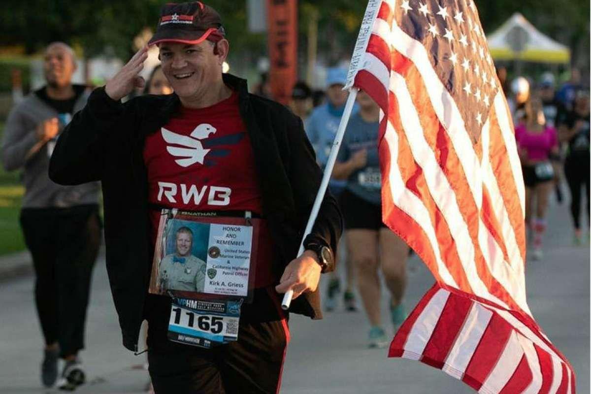 Veteran Runs As Honor Flag Runner To Celebrate Living Fallen Soldiers At Marathons Fallen Soldier Honor Flag Honor