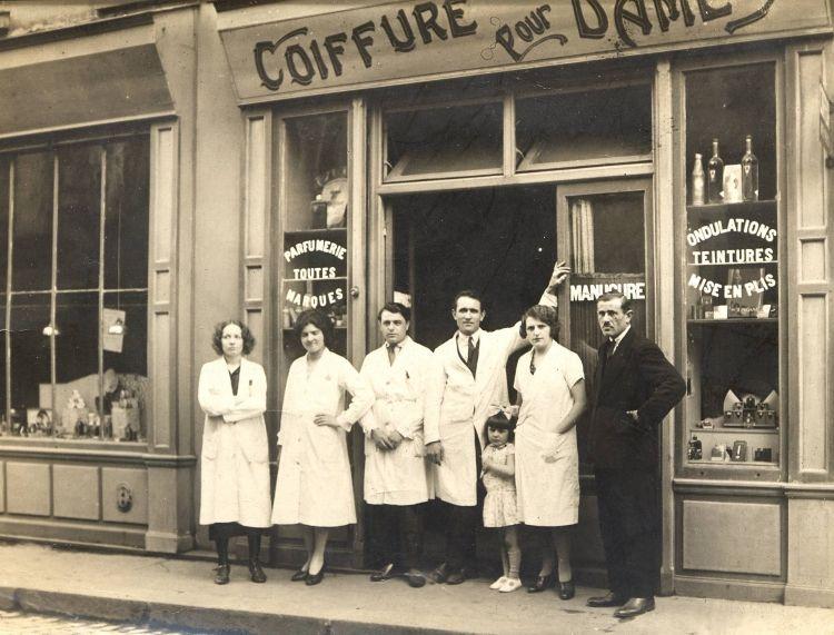 salon de coiffure 1950 vitrines et fa ades pinterest coiffures and salons. Black Bedroom Furniture Sets. Home Design Ideas