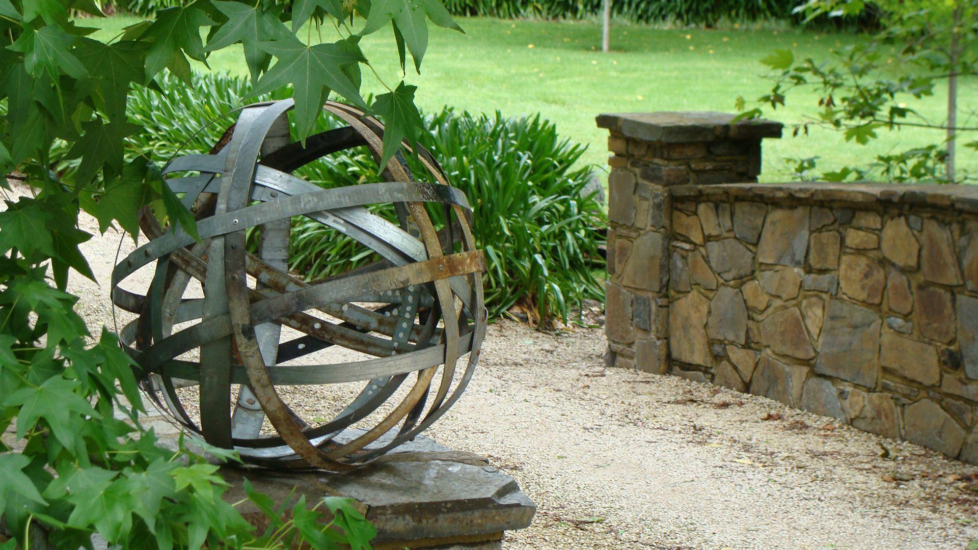 Image gallery outdoor metal sculptures for Metal garden designs