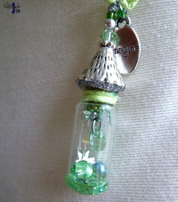 Larmes aux Nyeuses - Collier amulette au pendentif fiole miniature renfermant des larmes accordées et de la poussière magique by TaliBellule