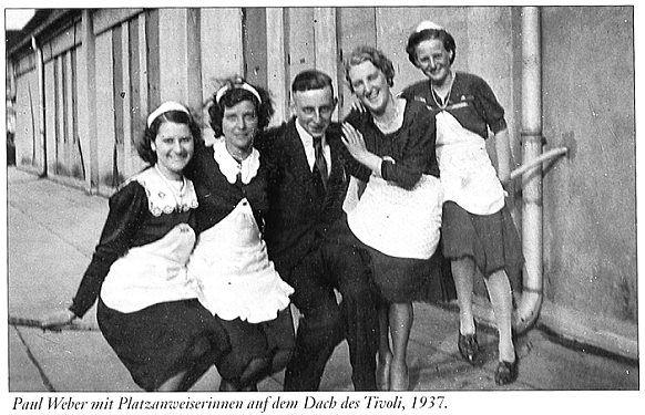 Hannover 1937 Filmvorfuhrer Hans Happel Mit Platzanweiserinnen Auf Dem Dach Des Tivoli Hannover Platzanweiser Alte Bilder