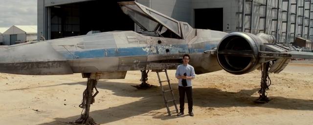 Star Wars 7 : J.J. Abrams dévoile le nouveau vaisseau X-Wing !
