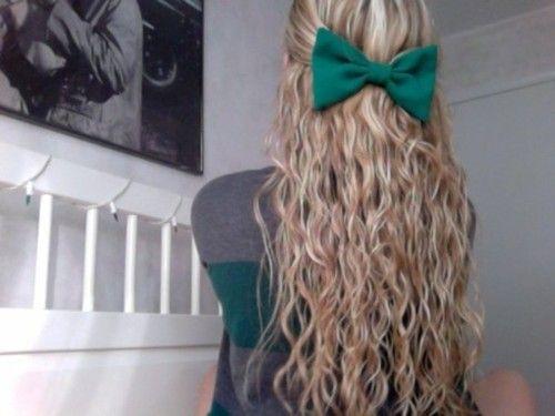 Cute wavy hair with a sea foam green bow :)
