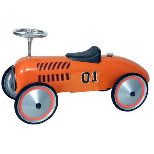 """De retro oranje loopauto van Marquant is helemaal gemaakt in de stijl van """"The Dukes of Hazzard"""".     De Classic oranje retro racer is gemaakt in een gelimiteerde oplage, wordt geleverd in een stevige kartonnen verpakking en is zeer eenvoudig in elkaar te zetten.     Voor een leuk en uniek kraamkado of stralende gezichtjes is de Classic oranje Retro Racer loopauto het aanschaffen waard."""