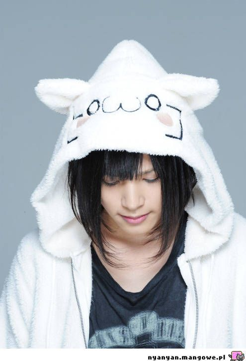 Piko!!! one of my favourites (they made a vocaloid of him with the same name) he's beautiful and sings so good <3333333