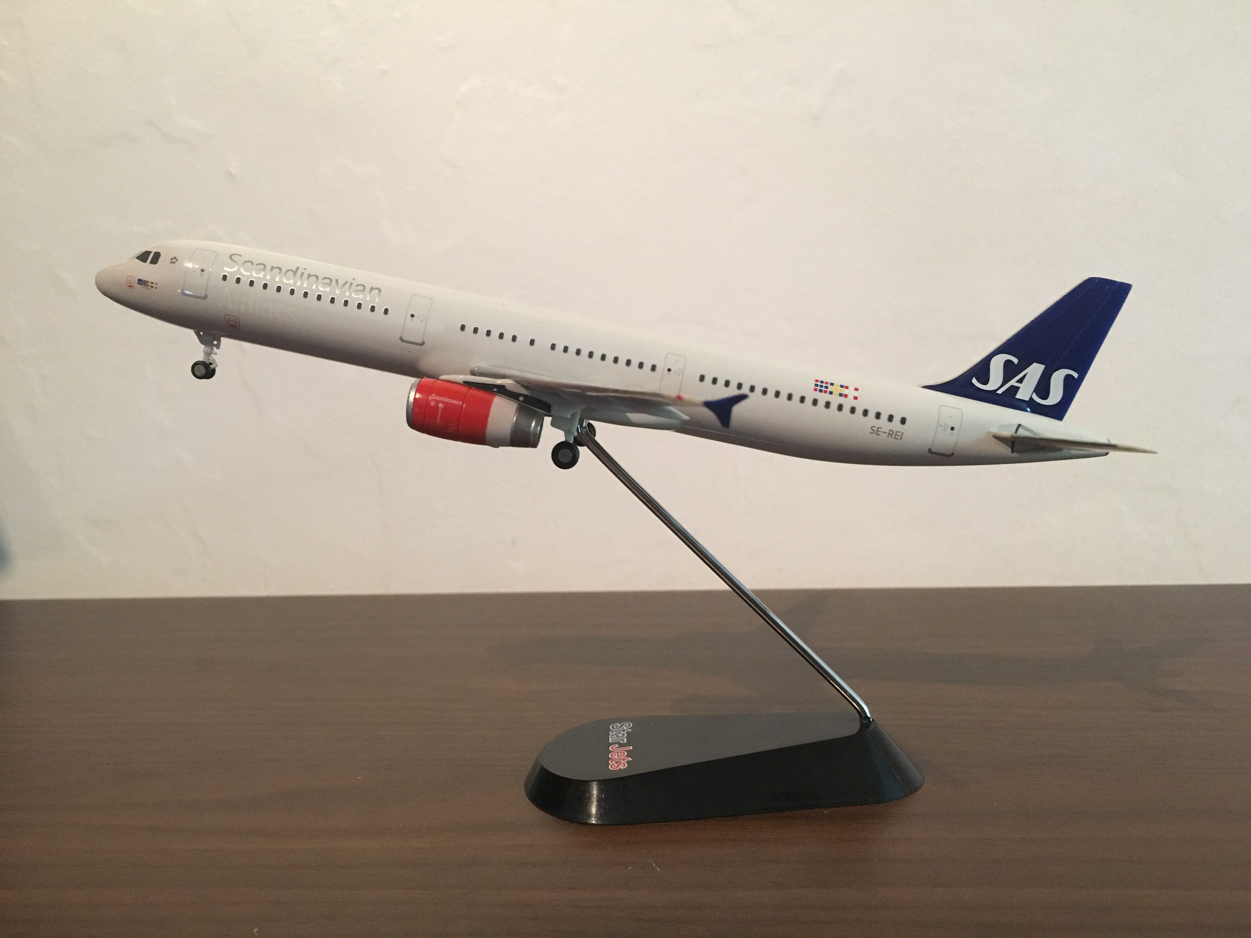 scandinavian airlines case Sas, short for scandinavian airlines system, is the flag carrier of sweden, norway and denmark, and the largest airline in scandinavia their head office is located near the capital city of stockholm, sweden.