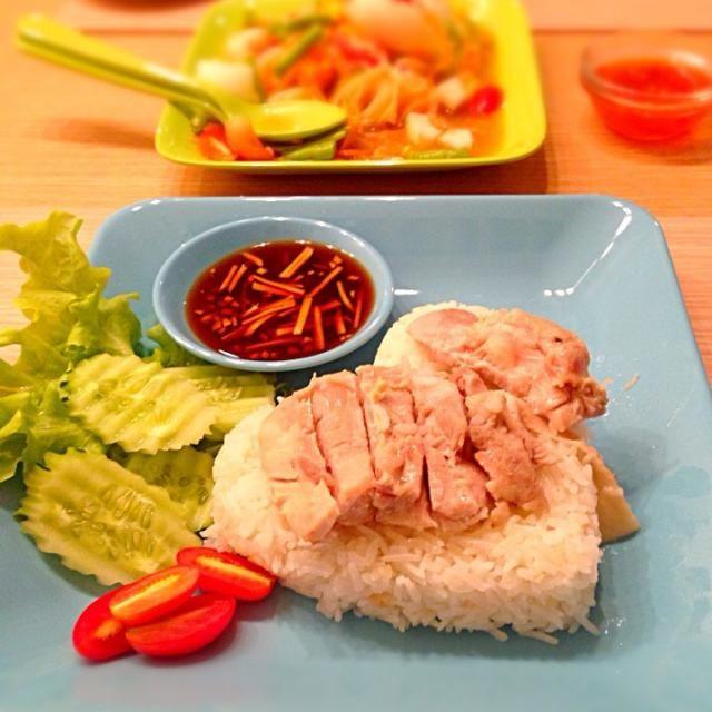 カオマンガイではありませんwww …なんとなく(*´艸`)  愛さんに影響されてタイのメラミン食器買っちゃった♡ やっぱり可愛い♡ - 49件のもぐもぐ - シンガポールチキンライス by ひぐちん