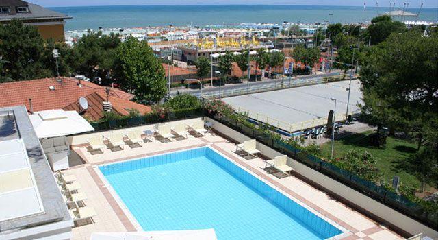 Hotel Parco Riccione, 3 stelle sul mare con piscina. Hotel