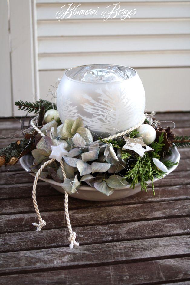 Adventskranz - :::: Adventsgesteck Winter :::: - ein Designerstück von BlumereiBerger bei DaWanda #rustikaleweihnachtentischdeko
