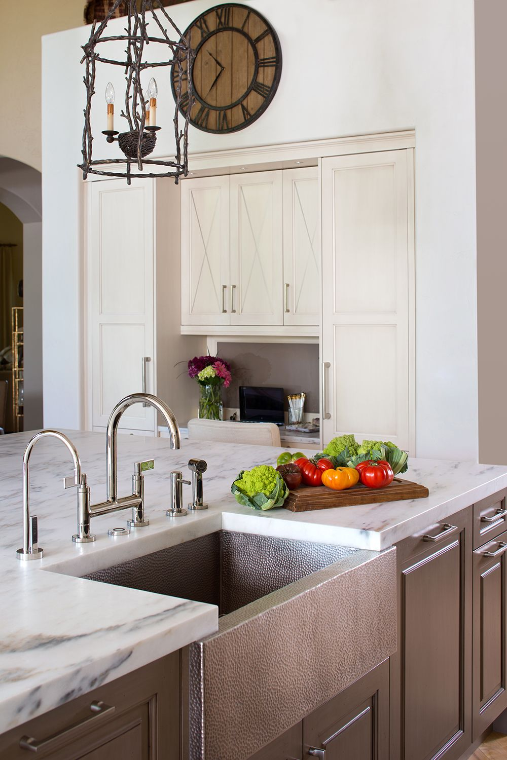Patti Naumann William Ohs Our Talented Designers Can Help You Create A Kitchen Of Your Dreams Tailored To Yo Elegant Kitchens Custom Kitchen Kitchen Design