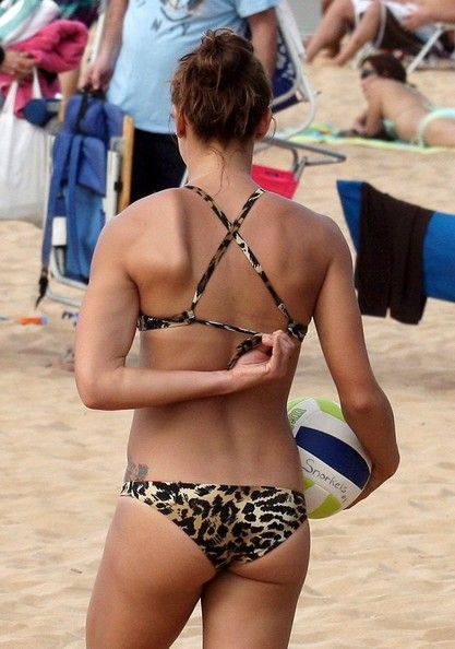 Alex Morgan Photos Photos Alex Morgan On The Beach In 2020 Alex Morgan Bikinis Leopard Print Bikini