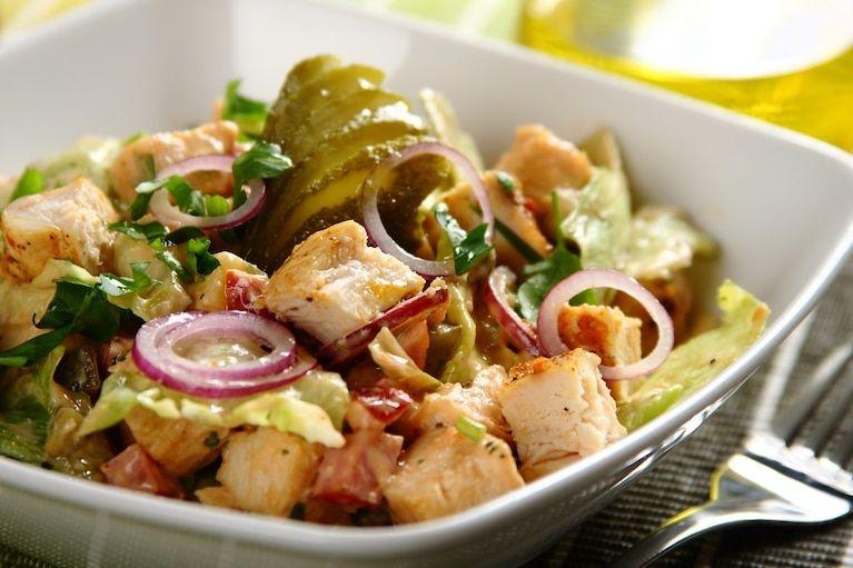Salatka Drwala Z Soczystym Kurczakiem Kielbasa I Serem Video Przepis Zobacz Na Przepisy Pl Recipe In 2020 Health Cooking Food Inspiration Food