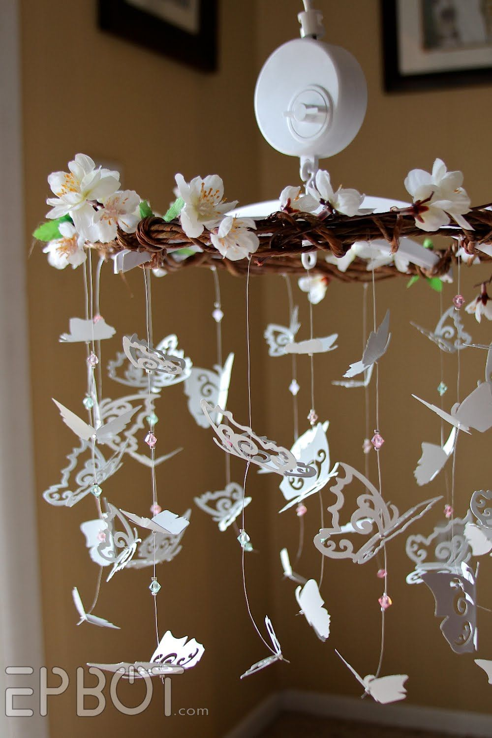 Diy butterfly mobile butterfly chandelier mobile - Sweet Diy Butterfly Mobile Without The Flowers Or Wood Making The Butterflies