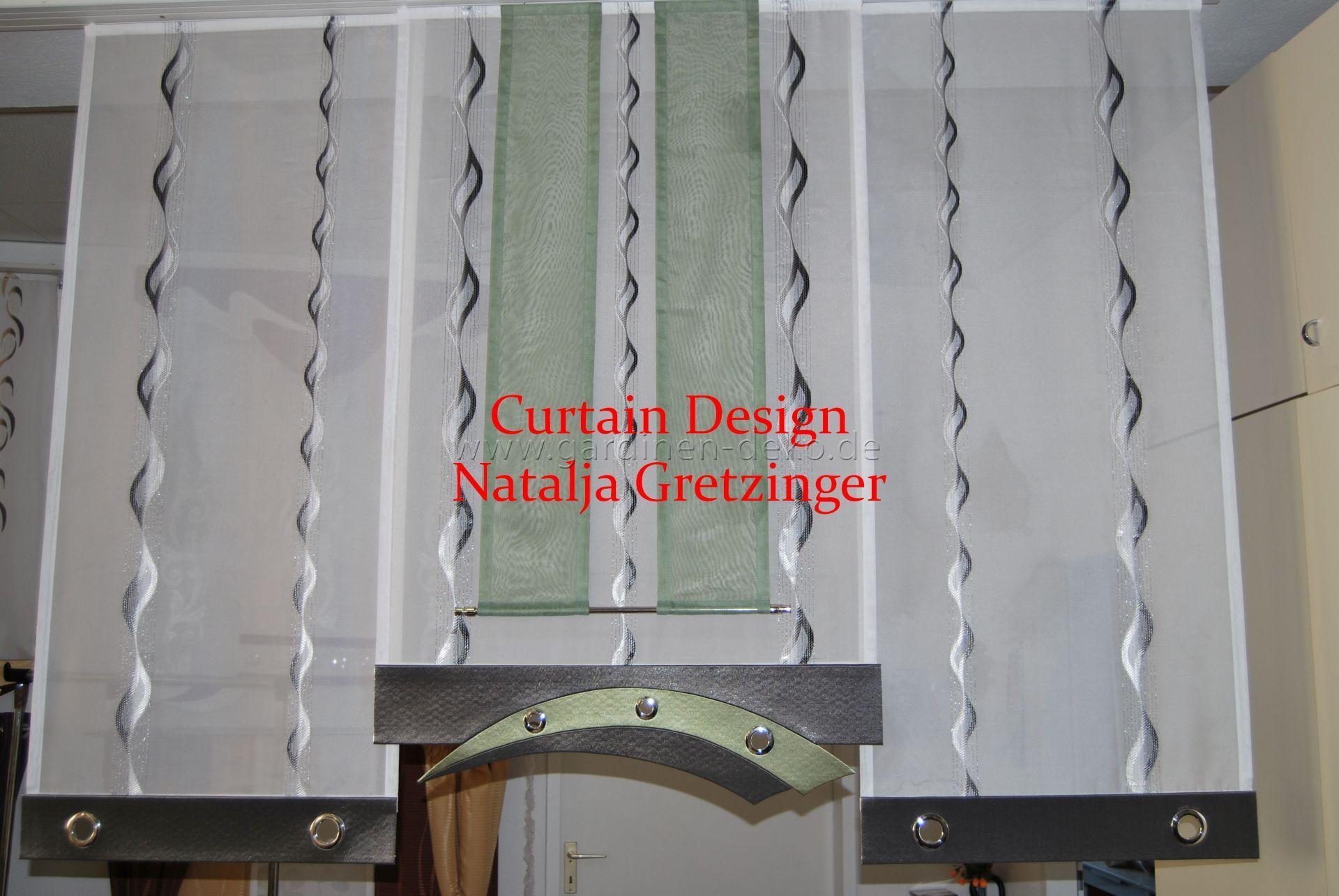 grauer schiebevorhang in stufenform mit bogenelement. Black Bedroom Furniture Sets. Home Design Ideas