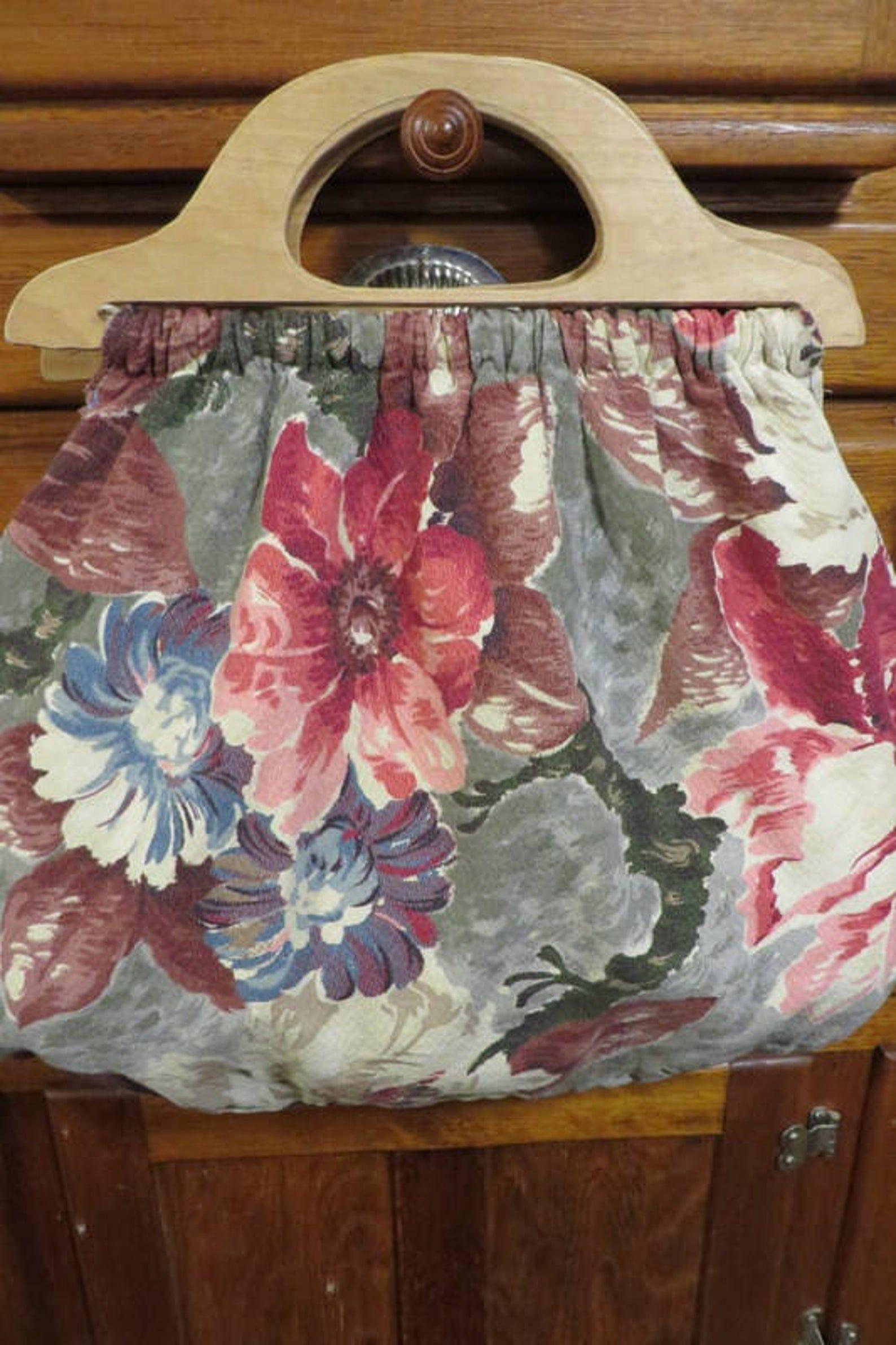 Bag tote vintage barkcloth w wooden handles beautiful