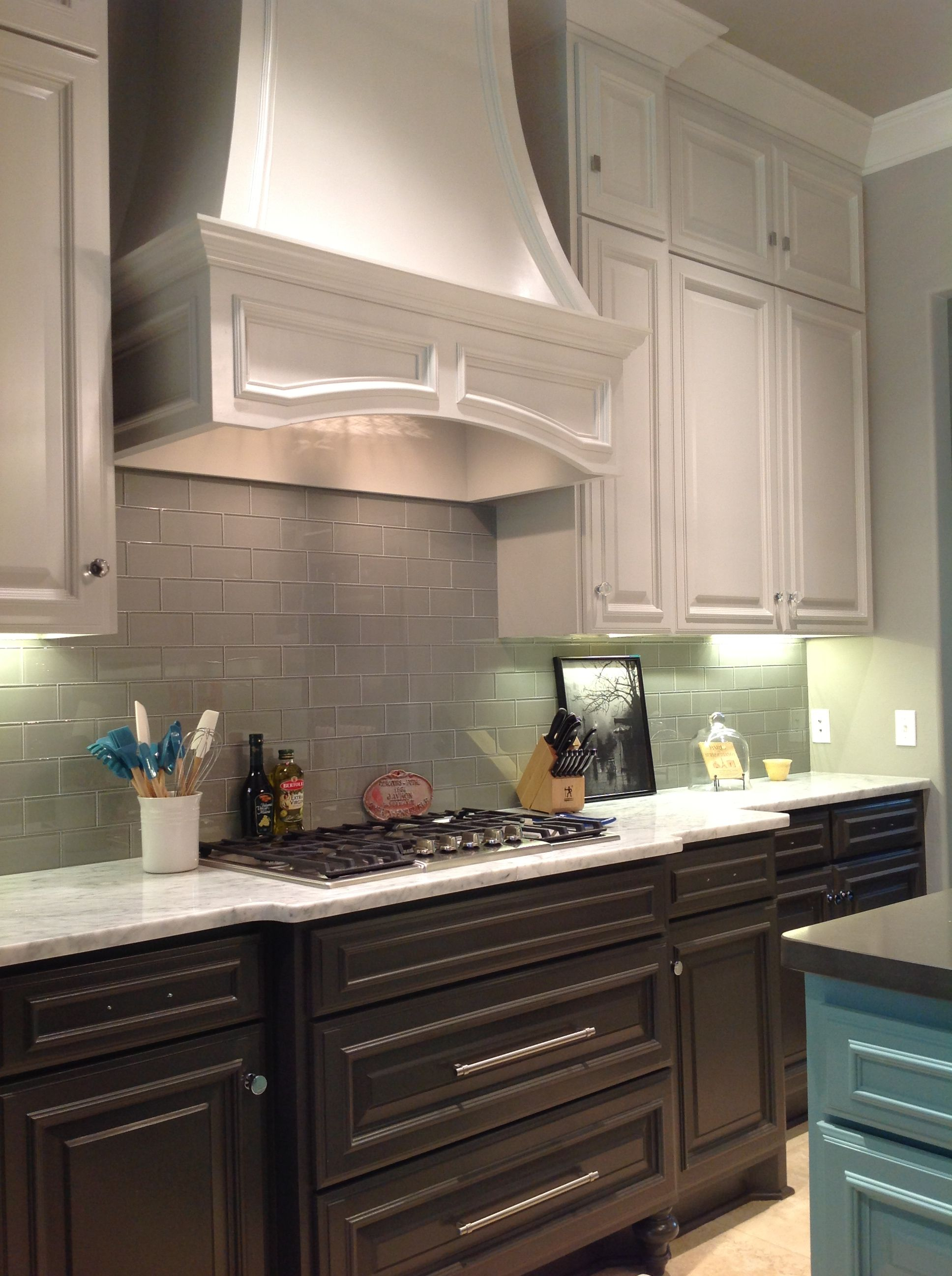 Best Sw Repose Gray Upper Cabinets Sw Urbane Bronze Lowers 400 x 300