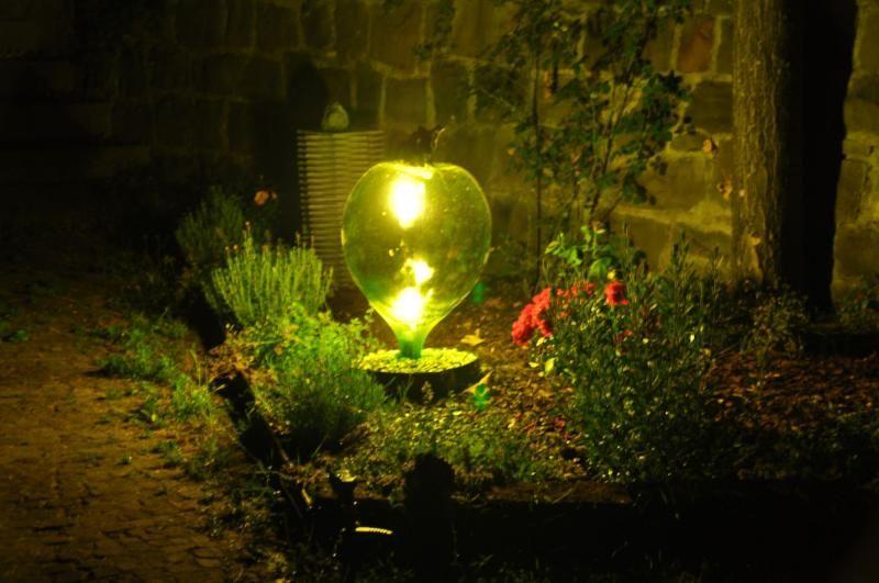 Lampada da giardino con damigiana garden pinterest for Costruire tartarughiera in vetro