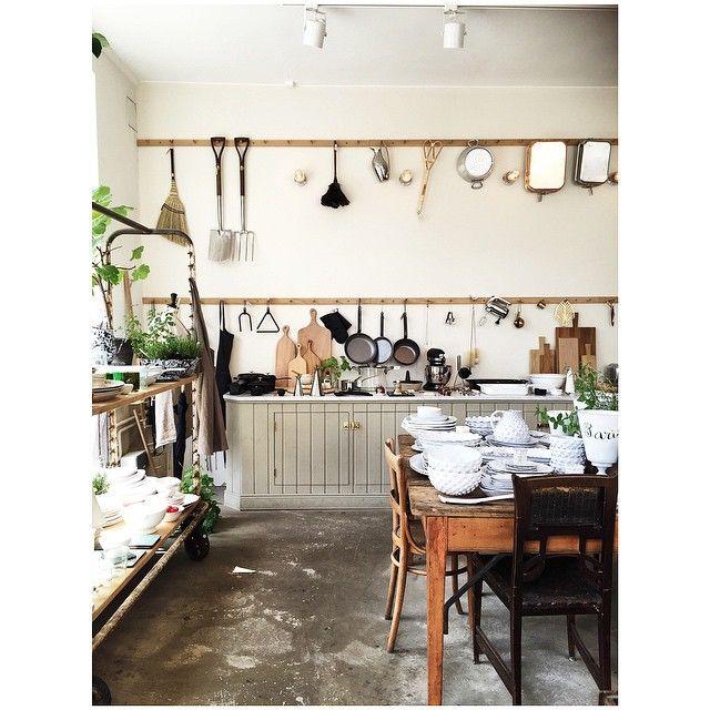 Part 2 Artelleriet Gøteborg  #interiorlove#artelleriet#gøteborg#interiorlove#feelfreefeed#bonansa#interiør#interior#instamood#interiorheaven#interiørbutikk#inspirasjon#interiørmagasinet#vakrehjemoginteriør#bobedre#elledecorationno#boligliv#tv_living#feelfreefeed#autentic#rustikk#wood#kitchen#kjøkken #Padgram
