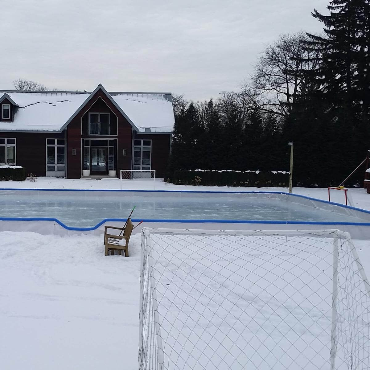 12 Tips for How to Build an Ice Rink in Your Backyard ...