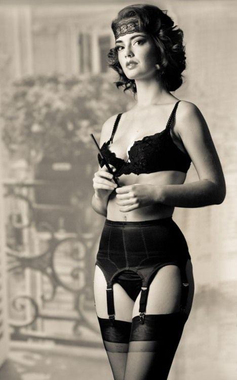 garters pissing Glamorous ladies stockingtops