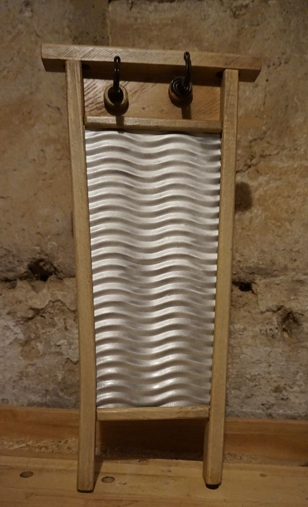 Upcycling waschbrett handtuchhalter gesehen bei lybste badmoebel - Handtuchhalter landhausstil ...