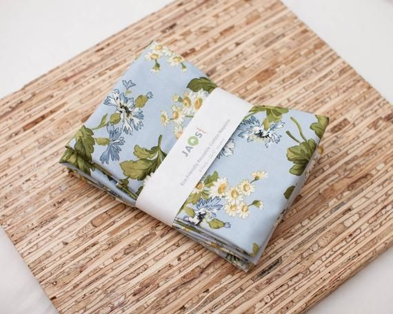 Large Cloth Napkins - Set of 4 - (N6573) - Soft Blue Daisies Floral Reusable Fabric Napkins #clothnapkins