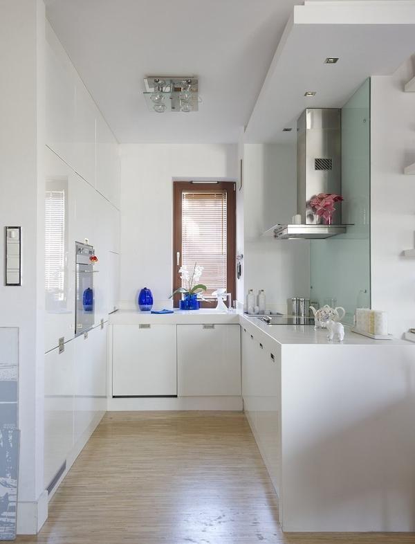 kleine k che gestalten pur wei einbauger te glas spritzschutz k che pinterest. Black Bedroom Furniture Sets. Home Design Ideas