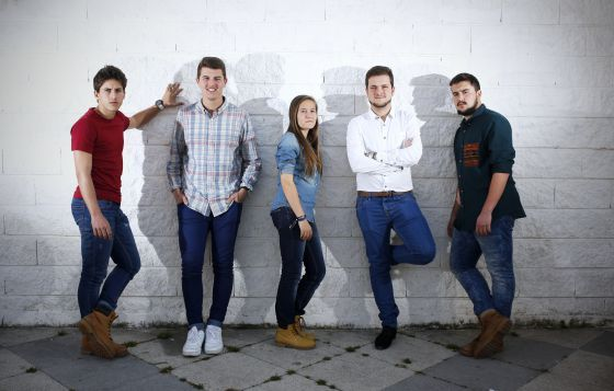 EL PAÍS reúne a un grupo de jóvenes con distintas afinidades políticas