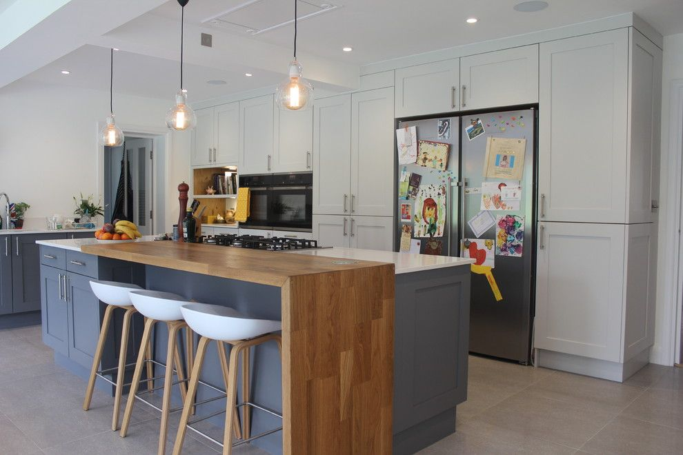 Love The Contrasting Wooden Breakfast Bar And Eames Style Stools To Give A Contemporary Edge Clic Shaker Kitchen