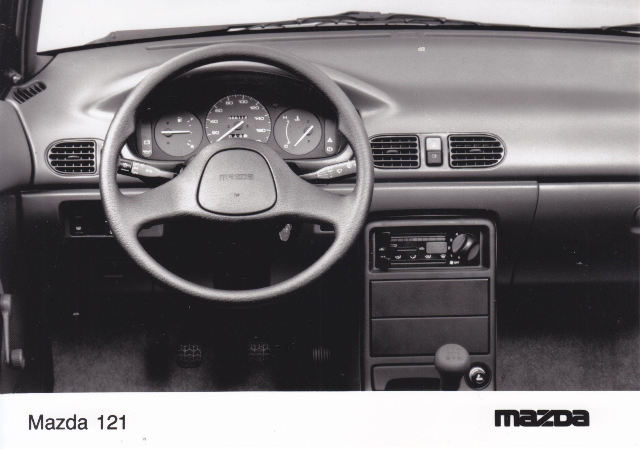 Mazda 121 dashboard (1991)
