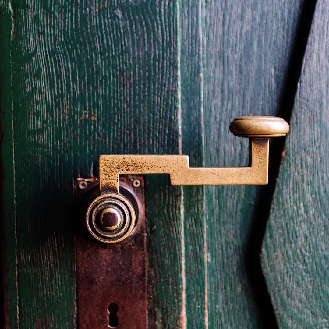 zerr nicht an mir meine t r geht nach innen auf t r door open close green griff doorknob. Black Bedroom Furniture Sets. Home Design Ideas