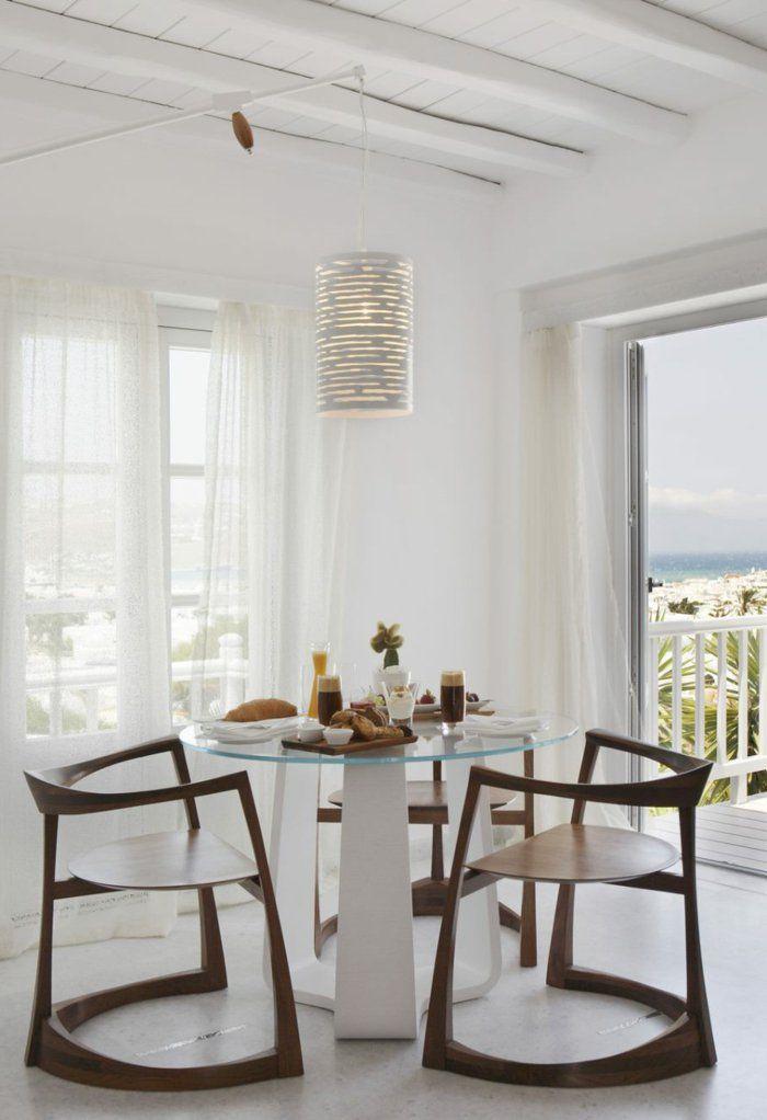 Attirant einrichtungsideen esszimmer weiße wände hölzerne stühle runder glastisch