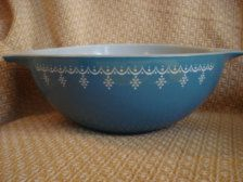Ohhhh I Love this I think the best....but they all are wonderful! Vintage Pyrex Snowflake Bowl Cinderella 4 Quart 444 Blue and White Vintage