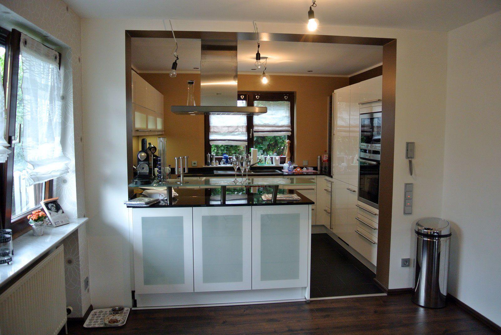kleines wohnzimmer mit offener küche